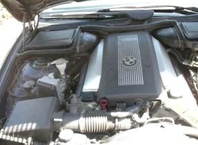 Aston Martin поставил в авто китайскую запчасть: педаль газа при нажатии отламывается