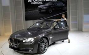 Чиновникам запретят ездить на автомобилях дороже 1 млн рублей