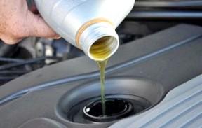 Что делать если в двигателе темнеет масло?
