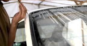 Что лучше: заменить либо ремонтировать трехслойное автомобильное стекло?