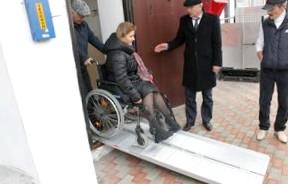 Инвалидам разрешат сдавать экзамен на водительские права экстерном