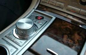 Jaguar XF: Как во фраке