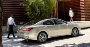 Lexus ES 350: Бизнес-класс начального уровня
