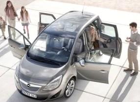 Минивэн Opel Zafira (Опель Зафира) можно отнести к семейным автомобилям