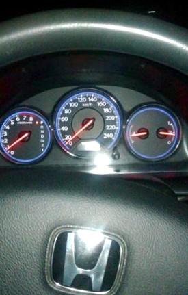 Отзыв об автомобиле Honda Civik  (Хонда Цивик), 1,6-L D16W7, хэтчбек, АКПП, 2004 г.в.