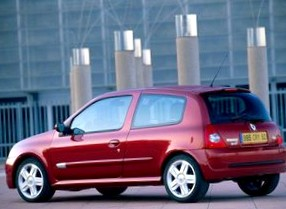 Отзыв об автомобиле RENAULT Clio (РЕНО Клио), 2,0-L, хэтчбек, МКПП, 2003 г.в.
