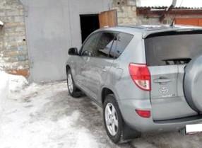 Покупаем подержанный автомобиль — Toyota RAV4 2007 года выпуска