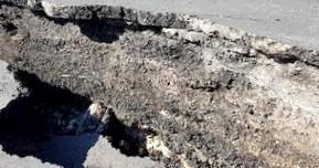 Режим ЧС вводят в Севастополе из-за гигантских трещин на трассе