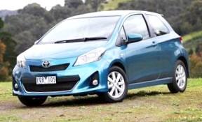 Toyota Yaris (Современная девушка)