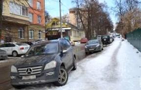Тротуары и пешеходные зоны в центре защитят от автомобилей