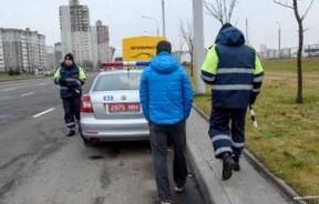 Тысячи фур и грузовиков объезжают пункты сбора платы по деревенским дорогам