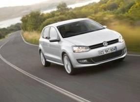 Volkswagen Polo (Пони девочек катает)